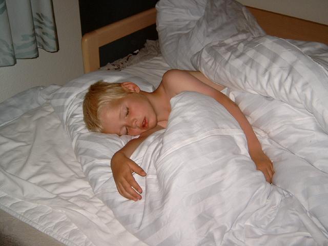 Jakob sover.JPG