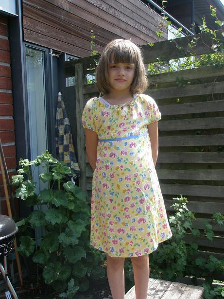 Louise i gul kjole