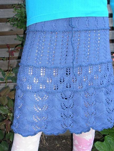 Katrine i blå nederdel